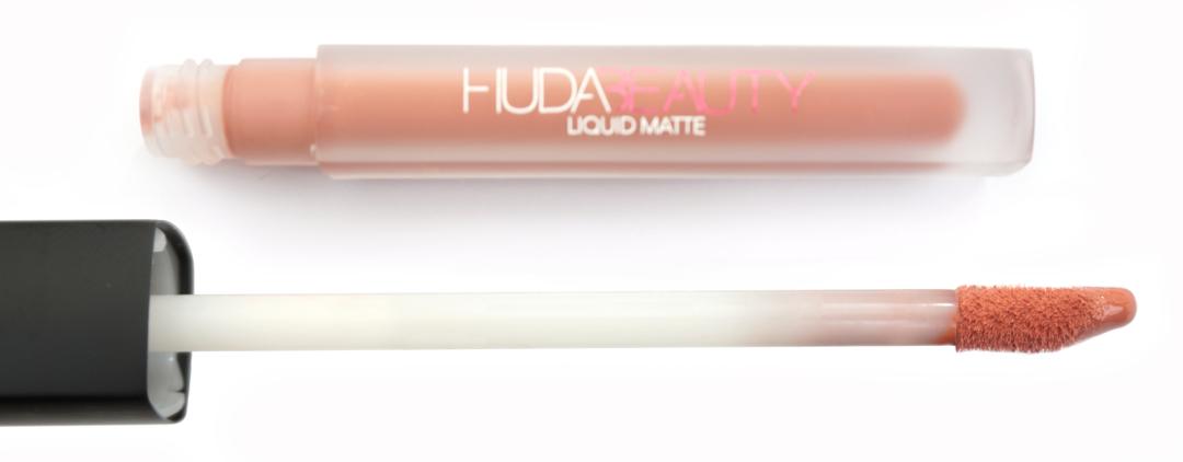 Pinceau Huda Beauty Lipstick Matte